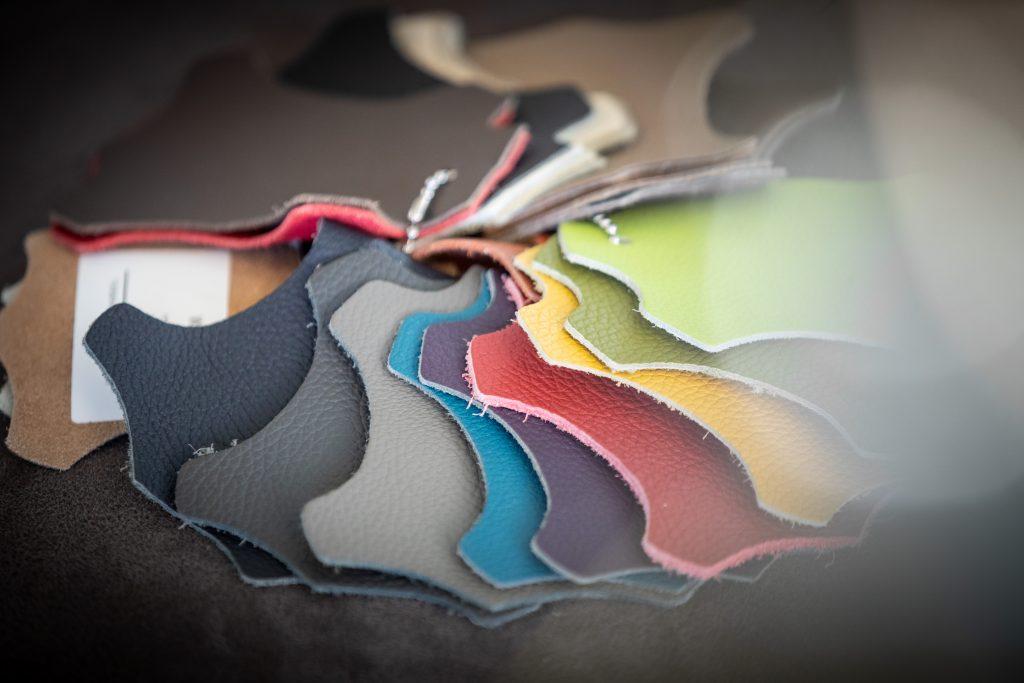 Ledercouchen in vielen Farben in Kirchanschöring erhältlich